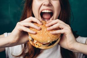 ingesta excesiva de alimentos